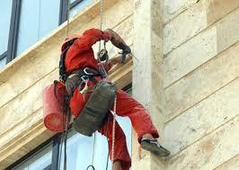 پيچ كردن سنگ نماي ساختمان